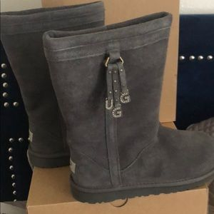 NWOT UGG boots grey youth size 6 fits women 8